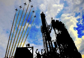 DRILL RIG WITH RED ARROWS
